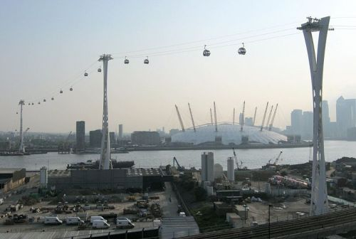 800px-Emirates_Air_Line_towers_24_May_2012