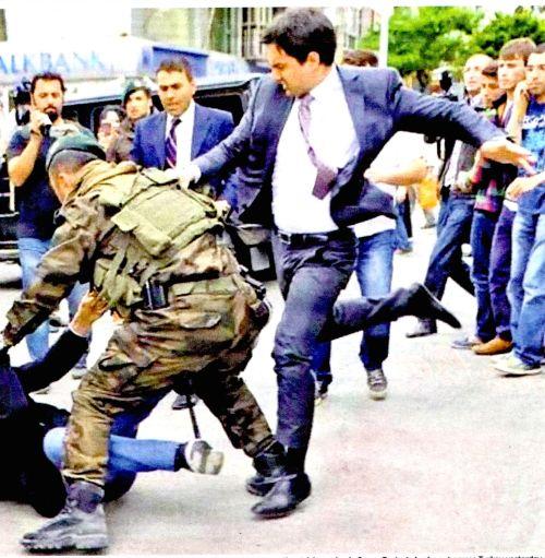 Turkey PM gets stuck in
